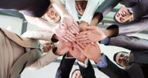 <b>Ledelseteorier på 1990 - tallet: Helhetlig syn på ledelse</b>
